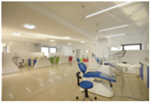 O Jaw Surgeon Lyro Dental Clinic Gnathoheirourgiki Kliniki